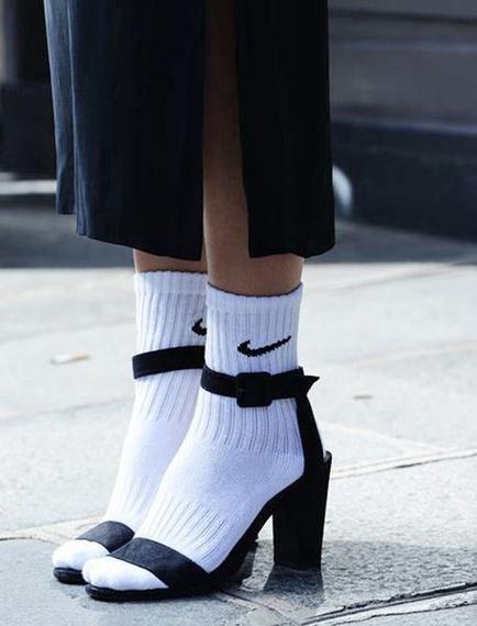 2016-01-11-1452548660-8412475-heel_tips_socks.jpg