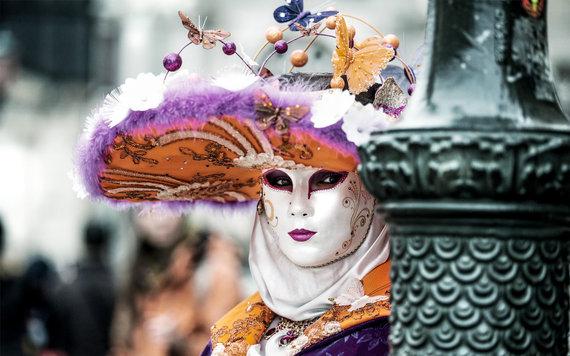 2016-01-11-1452550122-7606069-CarnivalVeniceItalyTRVLEXP0116.jpg