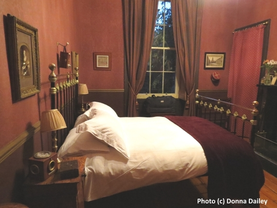 2016-01-14-1452779122-3333355-Edinburgh_Accommodation_Storytelling_Festival__room.jpg