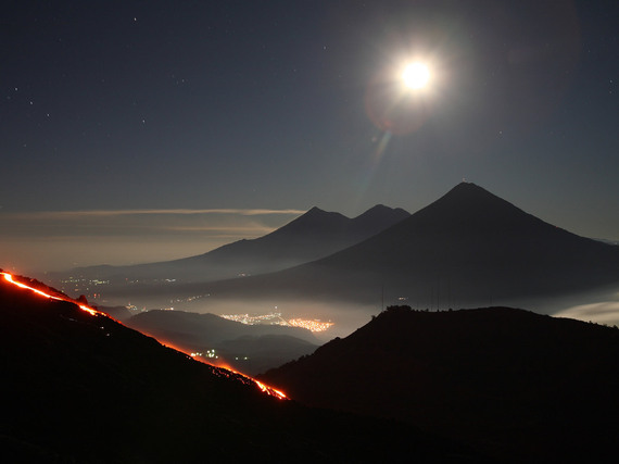 2016-01-15-1452847246-2445827-volcanoguatemalavolcanicmountainsskystarscitylights.jpg