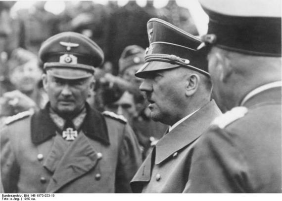 2016-01-18-1453091471-5181560-Bundesarchiv_Bild_146197302319_Frankreich_Gunther_v._Kluge_Adolf_Hitler.jpg