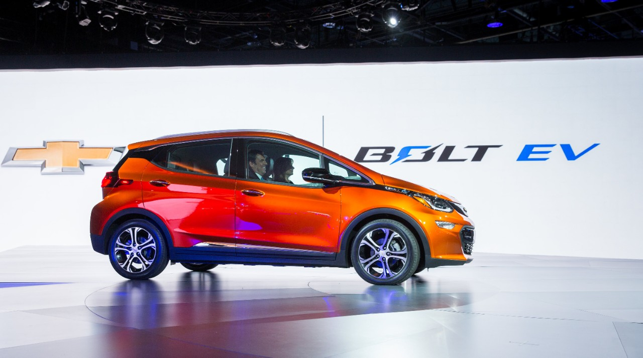 2017 chevrolet bolt big promises huffpost. Black Bedroom Furniture Sets. Home Design Ideas