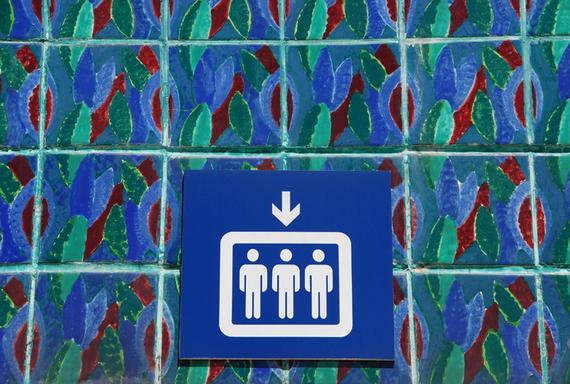 2016-01-20-1453328873-8932944-1789412_elevator_sign_on_azulejos.jpg