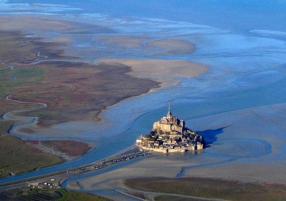 2016-01-21-1453402047-5406111-Mt_Saint_MichelLSFabos_WikimediaCommons.jpg