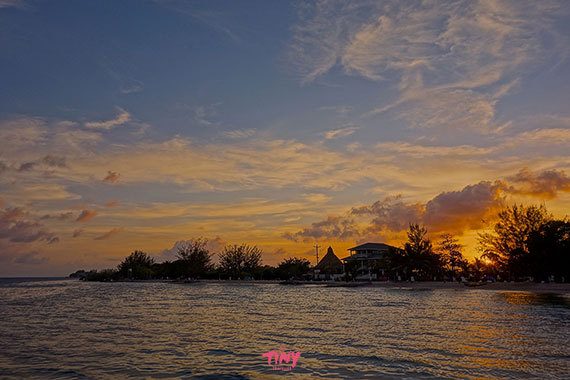 2016-01-26-1453774656-925542-sunsetUtilaHonduras.jpg