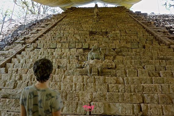 2016-01-26-1453774916-9097292-hieroglyphicstairwaycopanhonduras.jpg