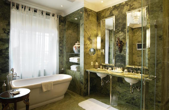 2016-01-30-1454166970-9052681-10HotelLeStJames_bathroom.jpg