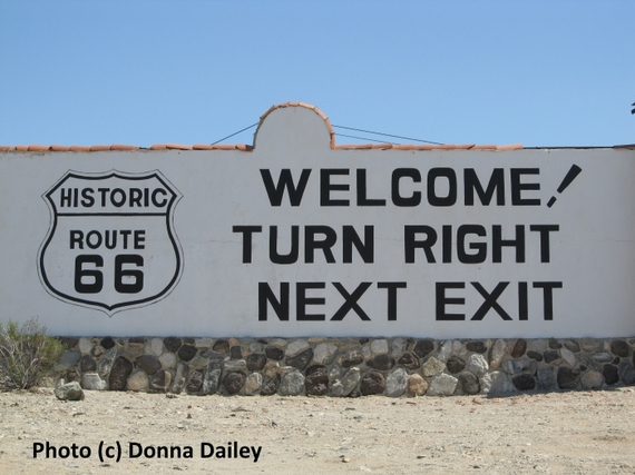 2016-02-01-1454334435-1449761-Top_USA_Driving_Tips_Route_66_sign.jpg