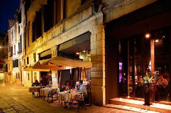 2016-02-01-1454341786-8667340-centralerestaurantlounge.jpg