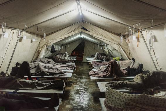 2016-02-03-1454468107-7744976-Cholera_LucaSola.jpg