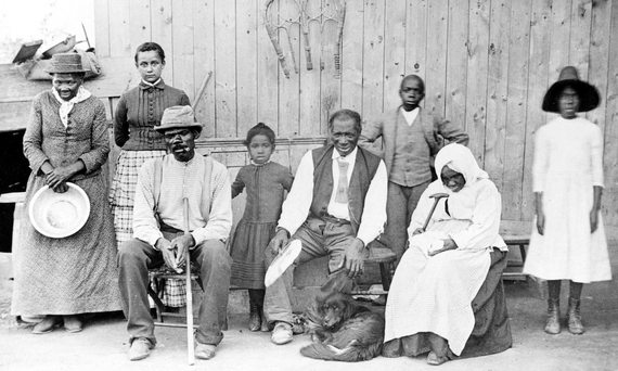 2016-02-04-1454614812-2763465-Harriet_Tubman_with_rescued_slaves_New_York_Times.JPG