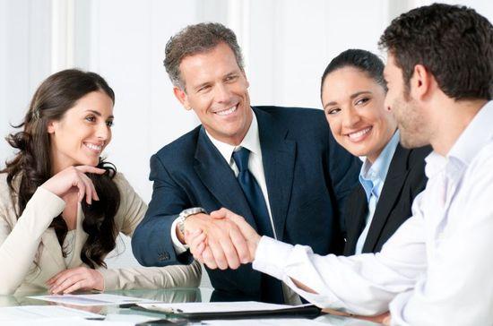 2016-02-05-1454704987-3134683-managersappropriatelyhandlingemployee.jpg