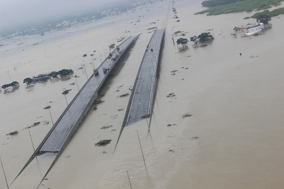 2016-02-07-1454865420-3135420-Indian_Air_Force_Relief_and_Rescue_Op_during_Tamil_Nadu_Flood_December_2015.jpg