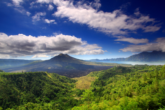 2016-02-08-1454911827-7275374-Mount_batur_and_lake.jpg