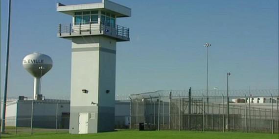2016-02-10-1455122007-6486518-Statesvilleprison800x400.jpg