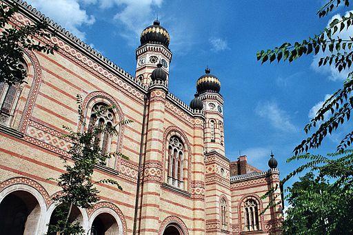 2016-02-18-1455772808-3056710-Budapest_Dohany_St_Synagogue.jpg