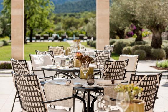 2016-02-20-1455967993-5932960-CastelSonClaretRestaurant.jpg