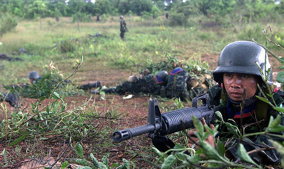2016-02-23-1456218690-7141182-640pxThai_Army_soldier_with_M16A1_2000.jpg