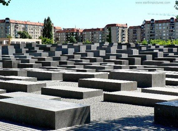 2016-02-27-1456596364-6084396-holocaust_memorial_holocaust_mahnmal640x472.jpg