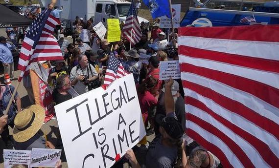 2016-02-27-1456596946-6851949-illegalimmigrantprotests.jpg