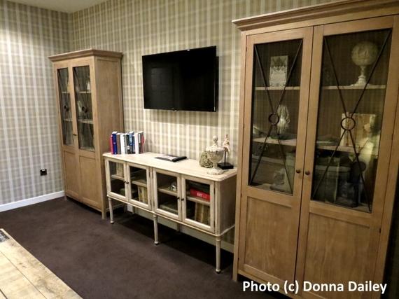 2016-02-29-1456768231-8978982-Nira_Caledonia_Hotel_Edinburgh_cabinets.jpg