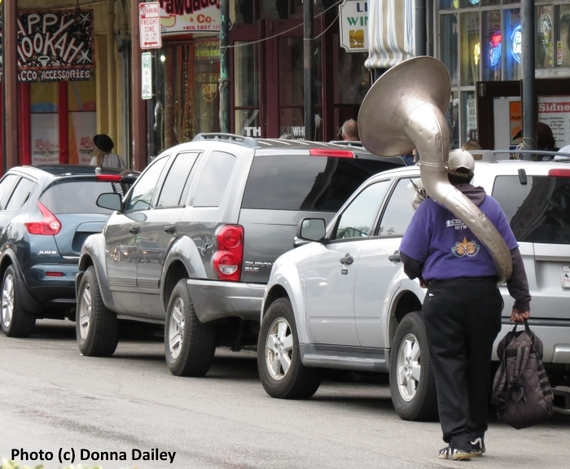 2016-03-01-1456839269-7775301-New_Orleans_French_Quarter_musician_walking_with_trombone.jpg