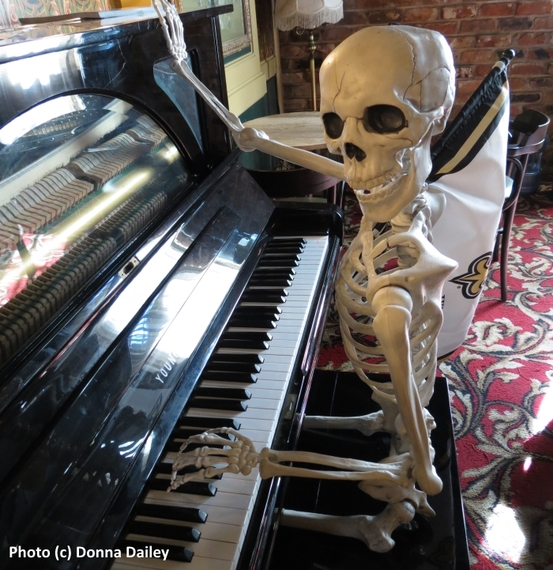 2016-03-01-1456839470-9556955-New_Orleans_Hotel_Dauphine_Oreleans_May_Baileys_Place_Piano_Skeleton.jpg