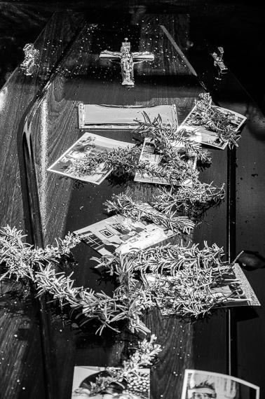 2016-03-02-1456884458-6763102-funeralphotographyKatischeHaberfield38.jpg
