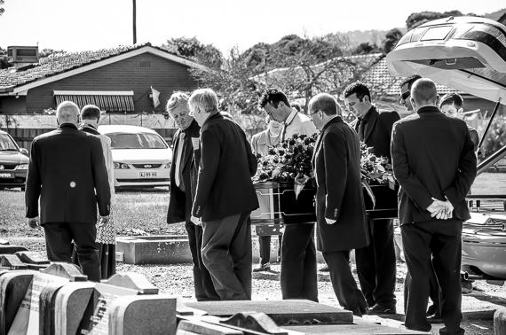 2016-03-02-1456884625-3940617-funeralphotographyKatischeHaberfield34.jpg