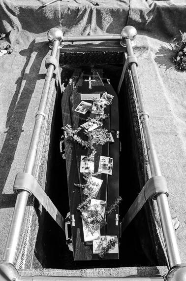 2016-03-02-1456884869-4112241-funeralphotographyKatischeHaberfield37.jpg