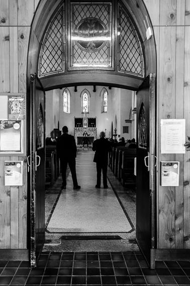 2016-03-02-1456886634-2750557-funeralphotographyKatischeHaberfield32.jpg