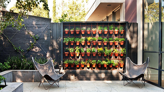 9 easy ways to start an awesome urban garden for Vertical garden designs