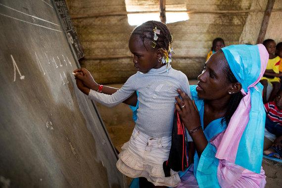 2016-03-08-1457395803-5657542-UNICEF_Mali_UNI203065_2015.jpg