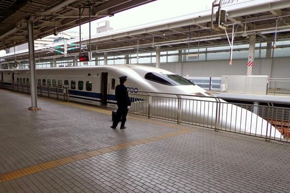 2016-03-08-1457439448-7328862-shinkansen.jpeg