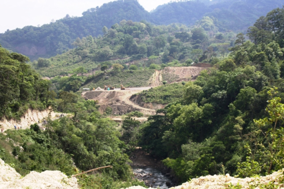 2016-03-16-1458146220-5637964-agua_zarca_construction_site_and_river_gualcarque.png