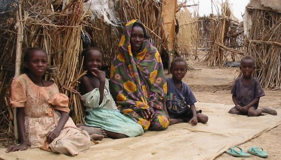 2016-03-18-1458336467-7339329-Darfur_IDPs_children_sitting.jpg