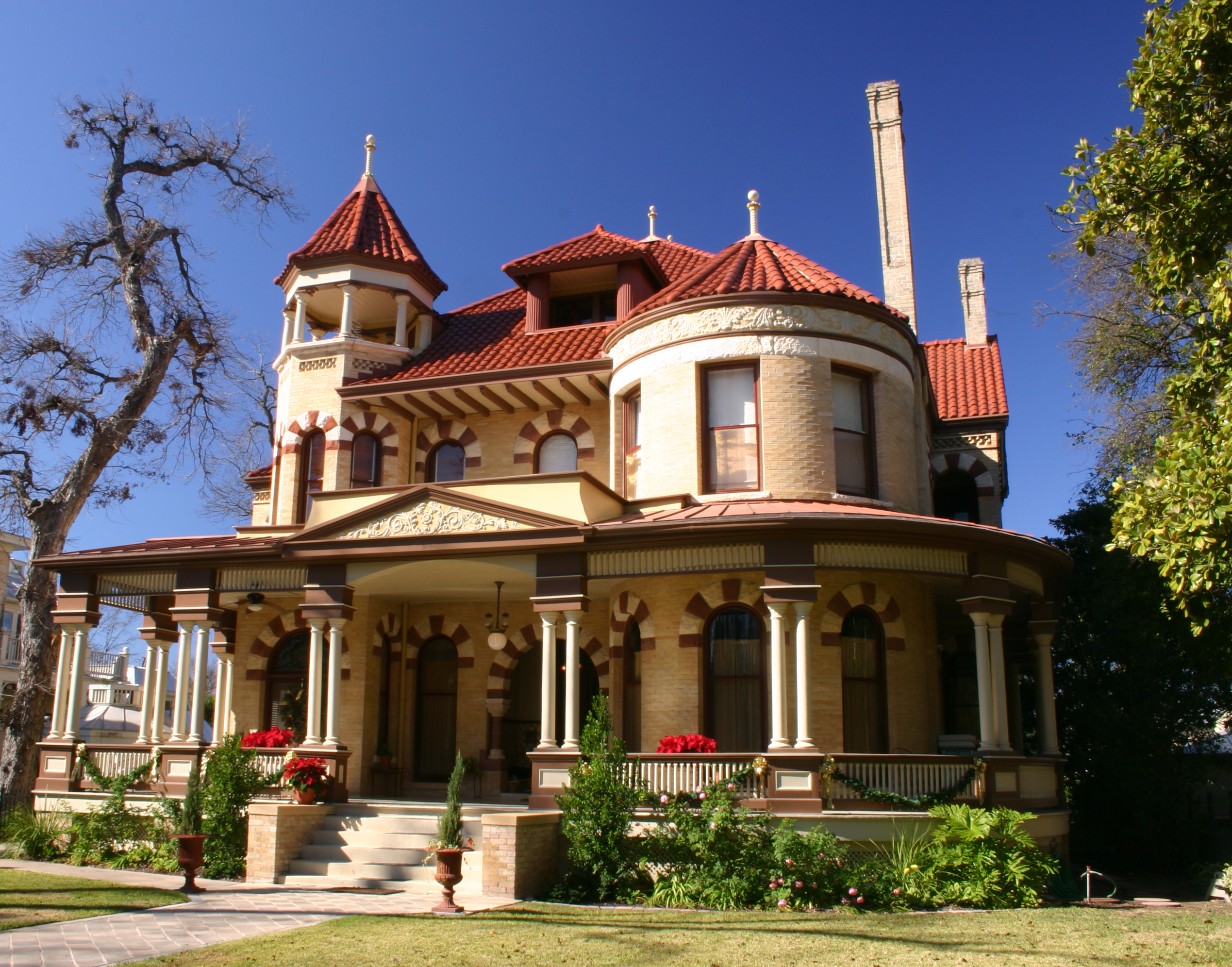 The most beautiful historic neighborhoods in america for Victorian style house