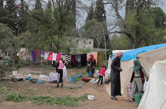 2016-03-25-1458868600-2064004-distribution_mattresses_shoes_TORBALI_camp_0038.jpg
