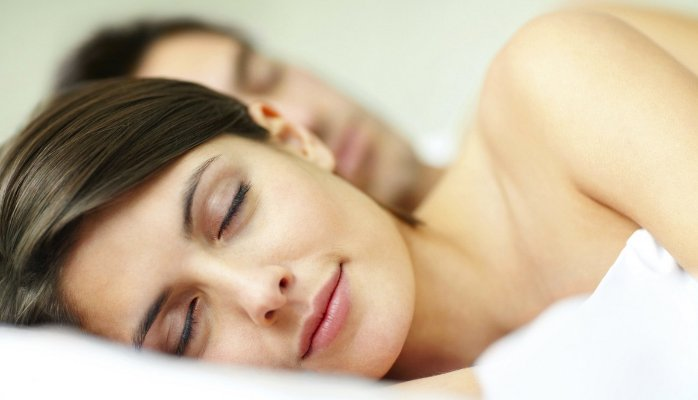 4 Ways Sleeping Naked Makes You Healthier and Wealthier