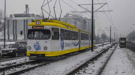 2016-03-28-1459190758-1569668-tram.jpg