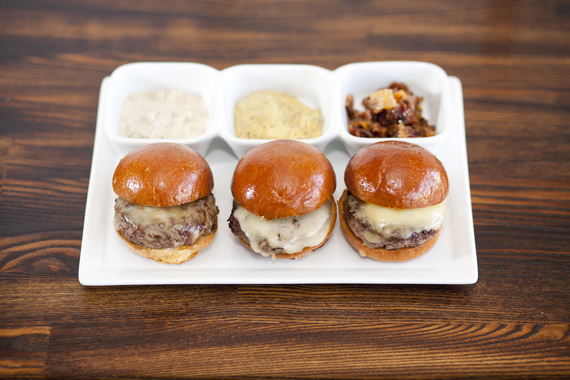 2016-03-28-1459204677-8395259-CopyofLADarrensRestaurantAmericanSliders.jpg