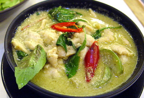 2016-04-04-1459779024-2483610-Thaigreencurry.jpg