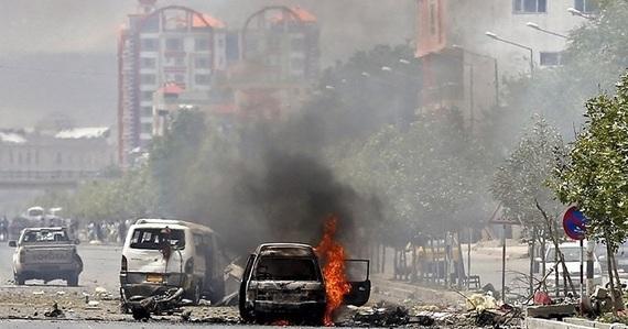2016-04-04-1459796995-7450291-Kabulexplosion.jpg