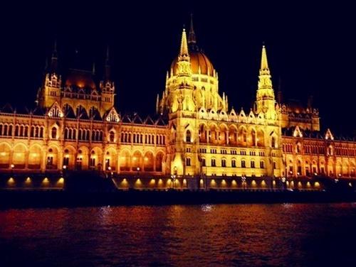 2016-04-05-1459882512-9616277-Budapest.HP.jpg