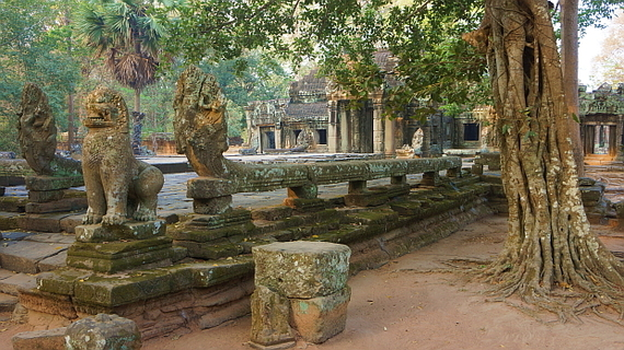 2016-04-11-1460377824-6137345-Angkor03855.JPG