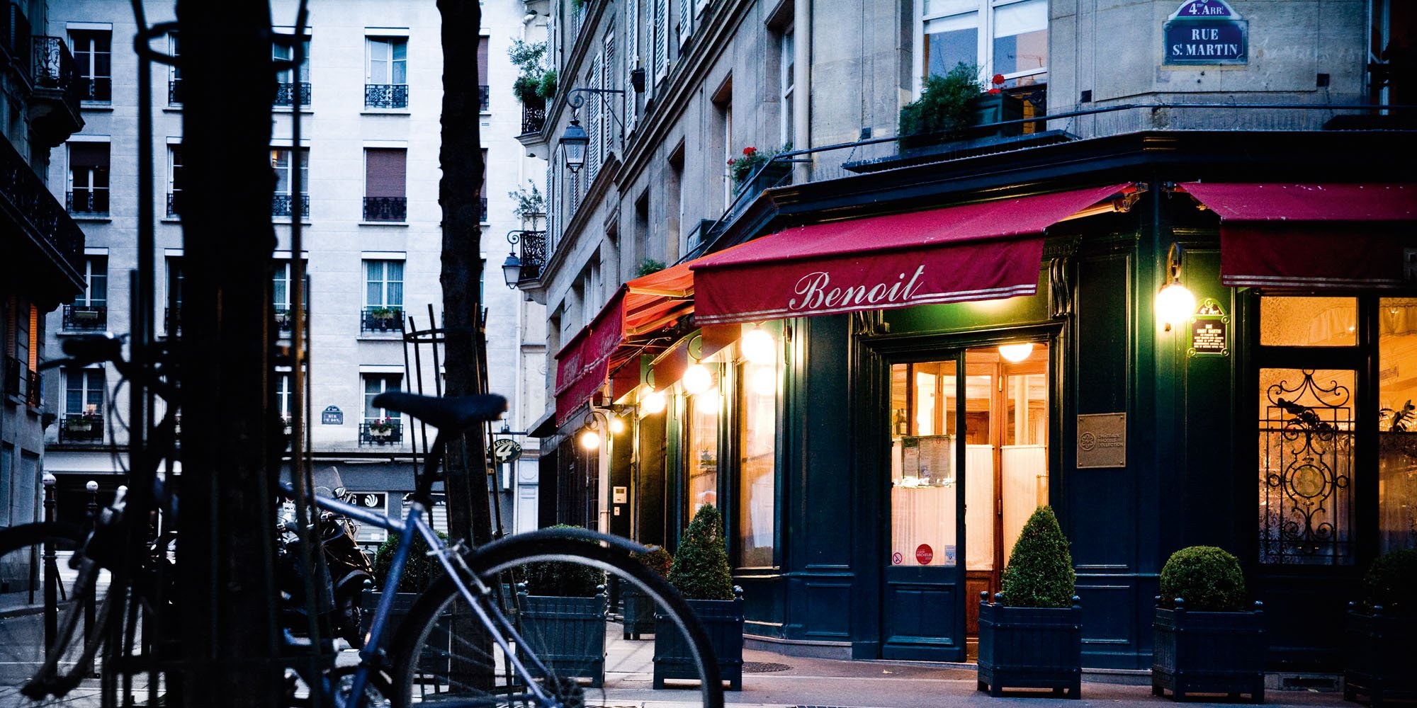 A parisian bistro glows as brightly in new york huffpost for Paris restaurant