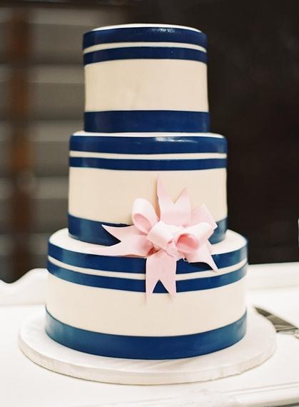 2016-04-15-1460740376-5800991-navy_white_strped_wedding_cake_classic.jpg