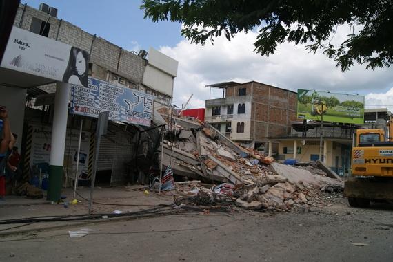 2016-04-20-1461177789-6260336-EcuadorEarthquake15.JPG