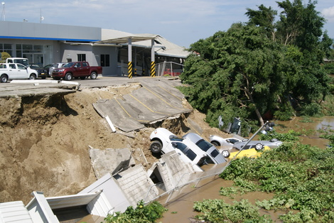 2016-04-20-1461178196-3280880-EcuadorEarthquake14.JPG
