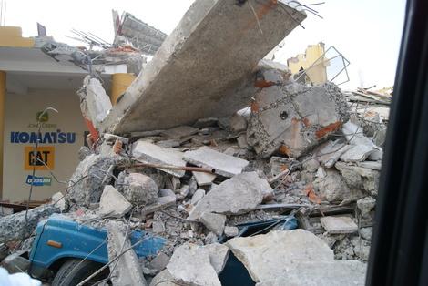 2016-04-20-1461178509-1099600-EcuadorEarthquake19.JPG